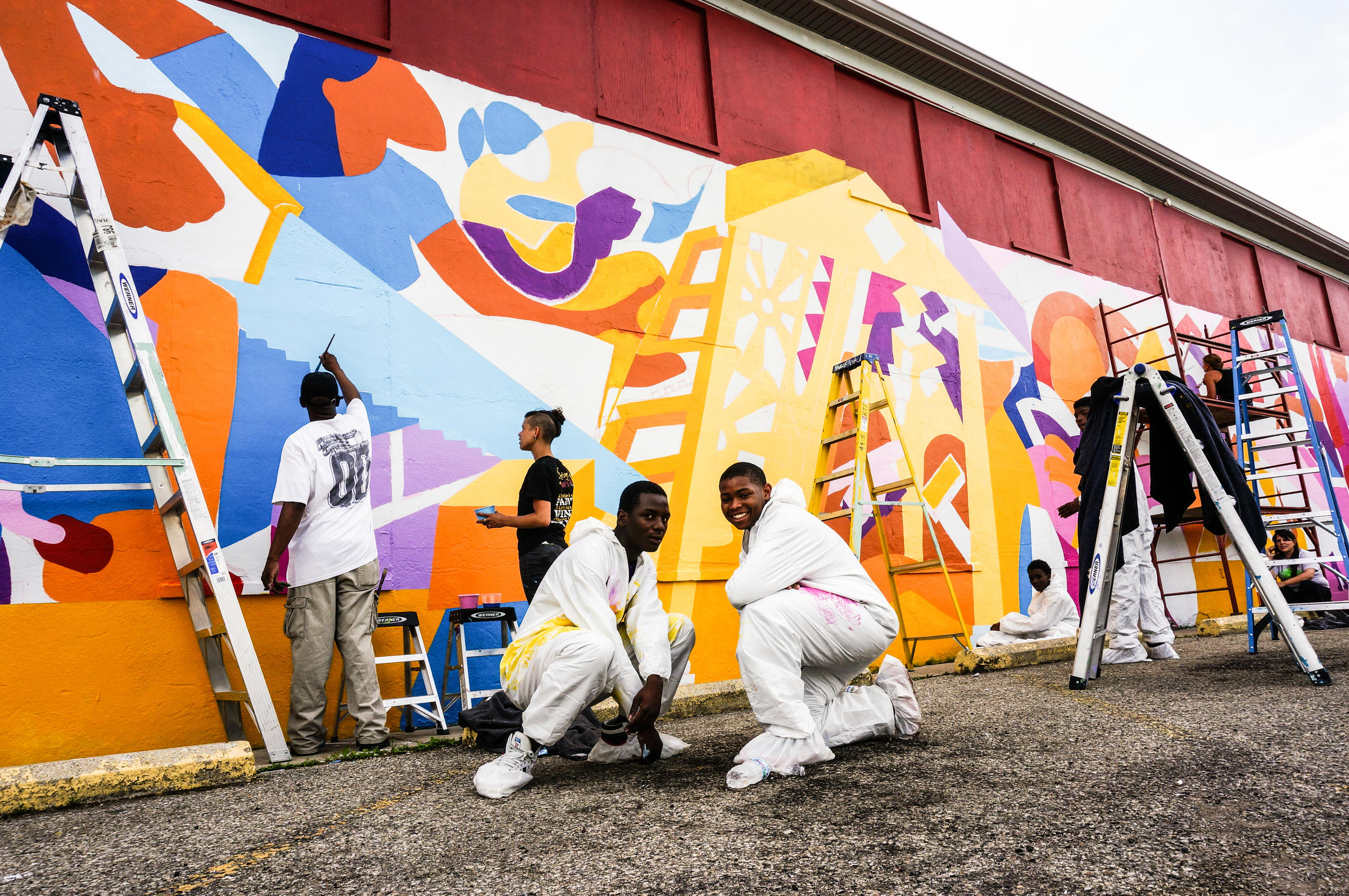 fighting crime addiction with art community murals in