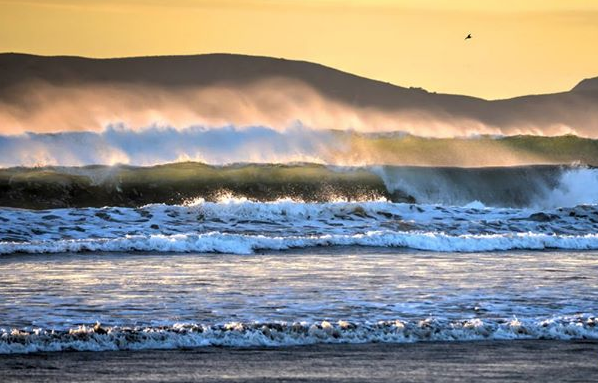 Large Waves Roll Into Pismo Beach Wednesday Evening Forecast Calls For Wave Heights To Peak Thursday Night Friday