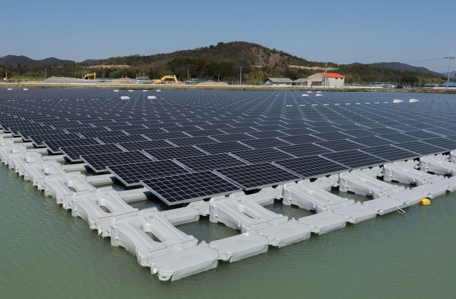Asia Minute: Singapore Experiments with Floating Solar Panels | Hawaii Public Radio