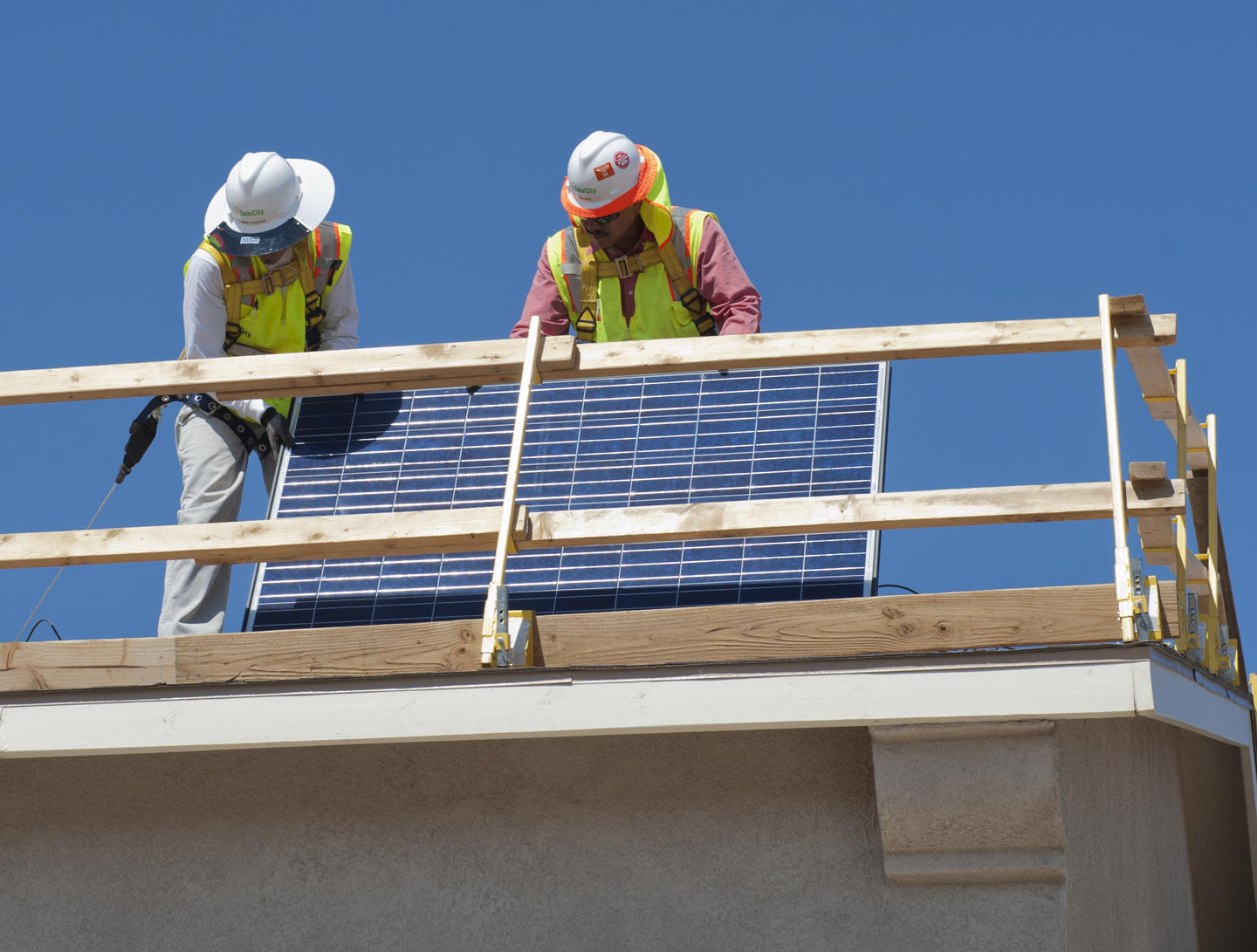 Solar Jobs Decline 4% Nationwide and 14% in New Mexico, But