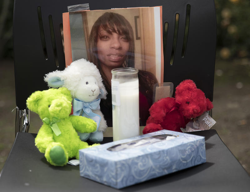 A photo of Charleena Lyles stands in memorial.