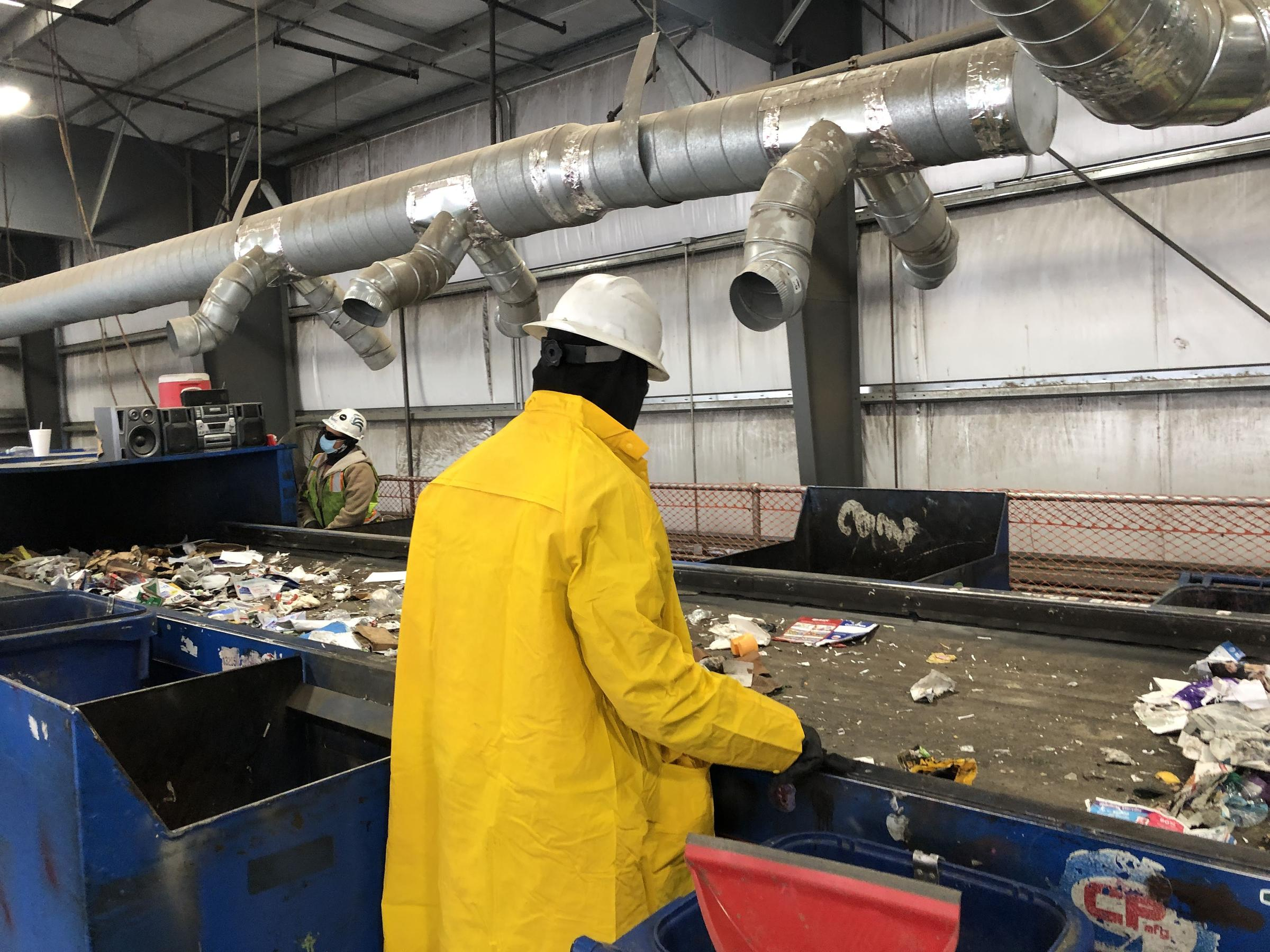 To Sort Up To 35 Tons Of Recyclables A Day This Bakersfield Facility Relies On A Unique Labor Force Valley Public Radio