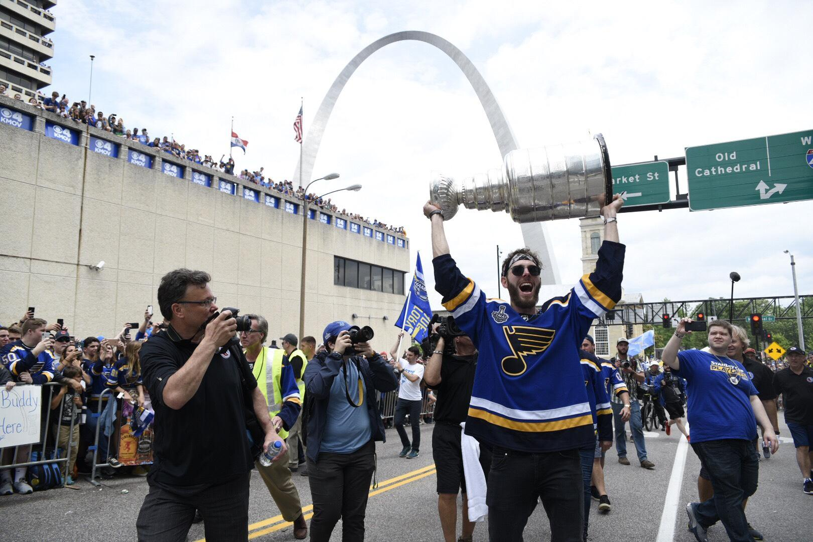 Blues Stanley Cup Parade Roars Through St  Louis As Rain Turns To