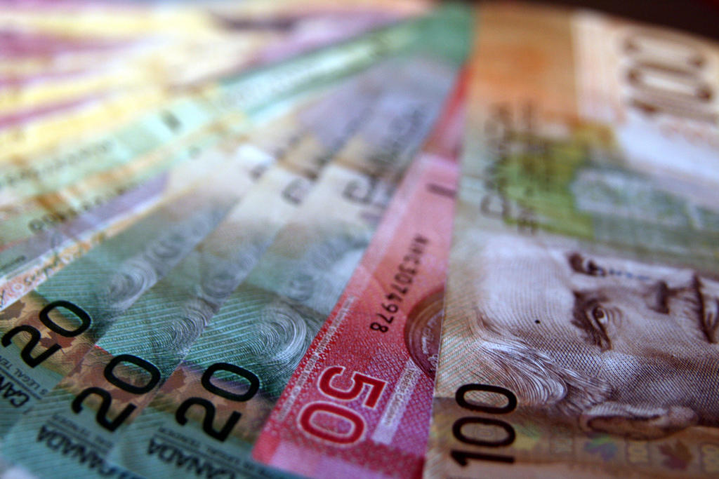Canada's dollar falls to lowest level in over a decade