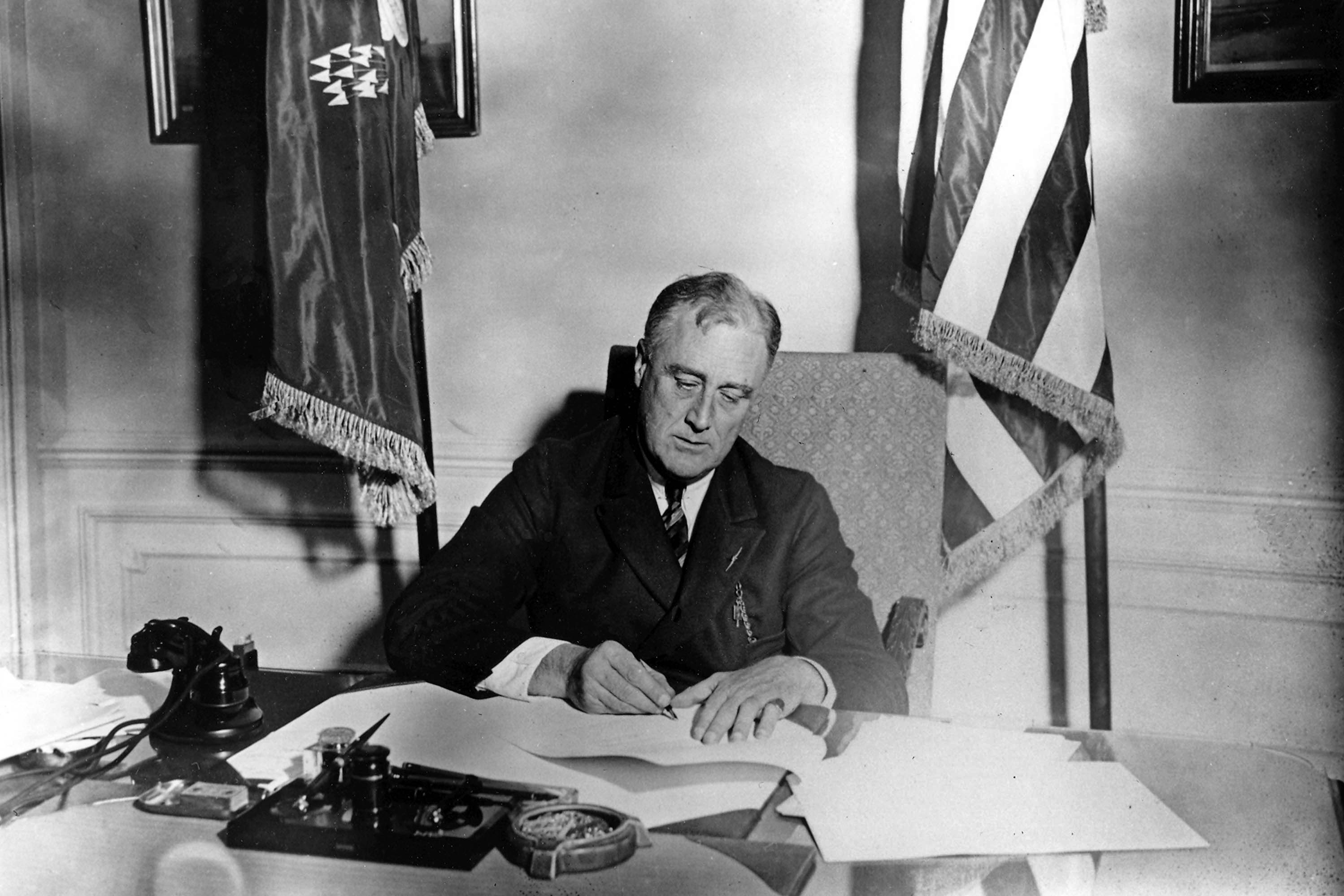 Roosevelt signing the Emergency Banking Act, ordering the confiscation of gold