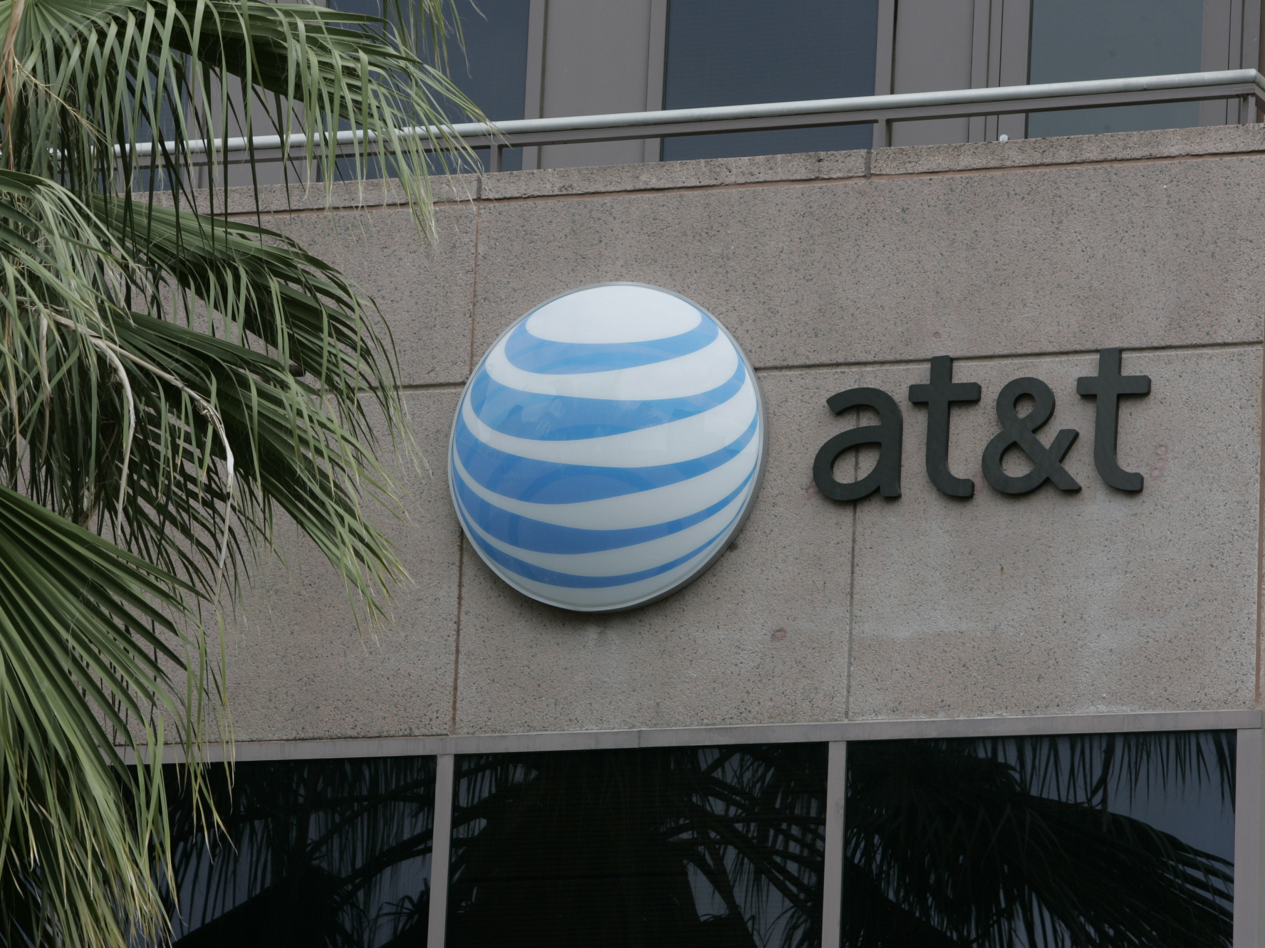 Man Accused Of Bribing AT&T Employees In Conspiracy To Unlock