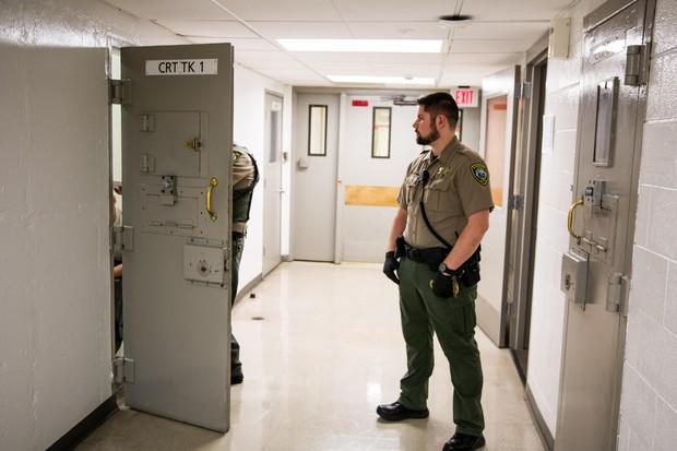 Oregon Governor Signs Bill To Track Info About Jail Inmates