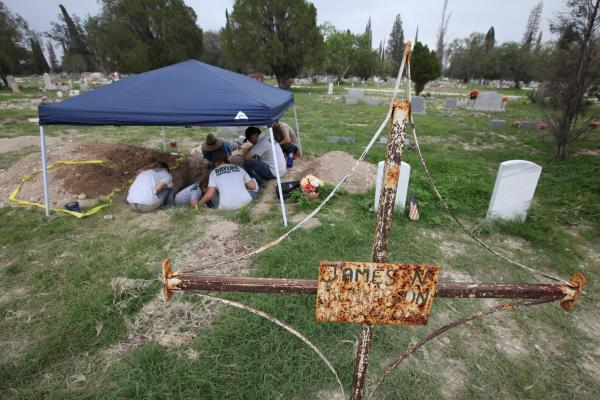 Members of the Reuniting Families Project excavating bodies along the border.