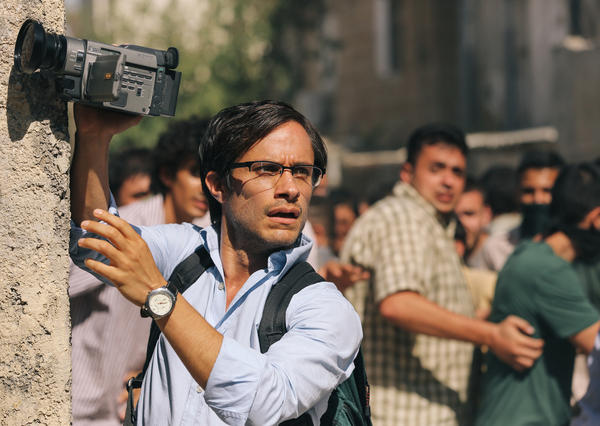 Gael García Bernal plays journalist Maziar Bahari, who was arrested in Iran in 2009 and held in solitary confinement for 118 days.<strong></strong>