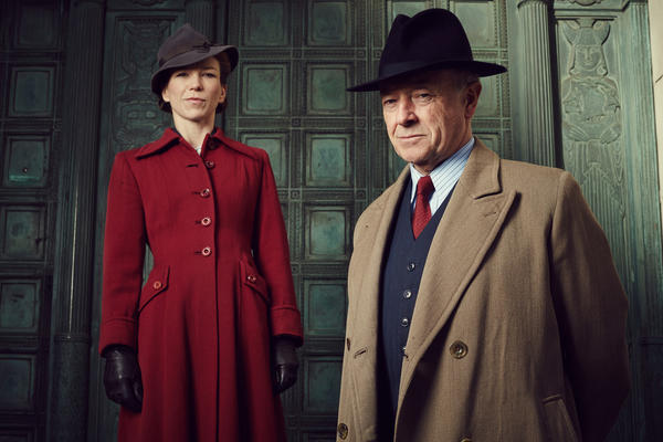 Michael Kitchen stars as Foyle, a widowed police superintendent in the coastal city of Hastings in England. His sidekick is his driver, Samantha Stewart, a vicar's daughter played by Honeysuckle Weeks.