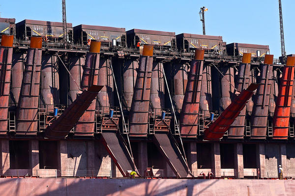 Each pocket holds up to 250 tons of iron ore pellets with a total capacity of 50,000 tons.