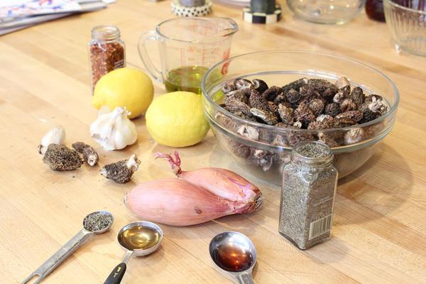 Ingredients for mushroom conserva.