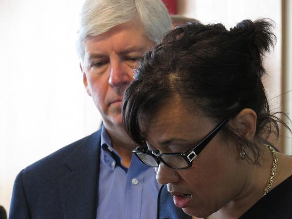 Gov. Rick Snyder (R-MI) listens as Flint Mayor Karen Weaver announces the city will hook up to the KWA pipeline