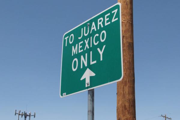 A sign at the border crossing between El Paso and Ciudad Juarez.
