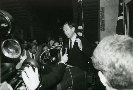 Voinovich speaks to press at Ohio Statehouse (1989)