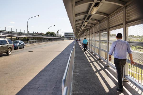 The international bridge connects Laredo, Texas with Nuevo Laredo, Tamaulipas, in Mexico.