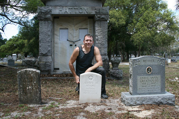 Every Sunday, Andrew Lumish cleans the gravestones of military veterans in Florida.
