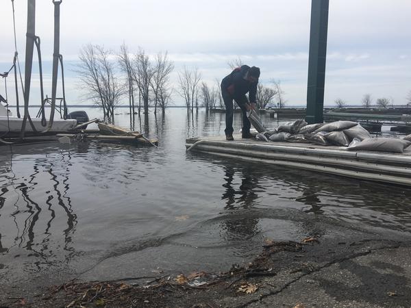 Workers pile sandbags along Lake St. Louis