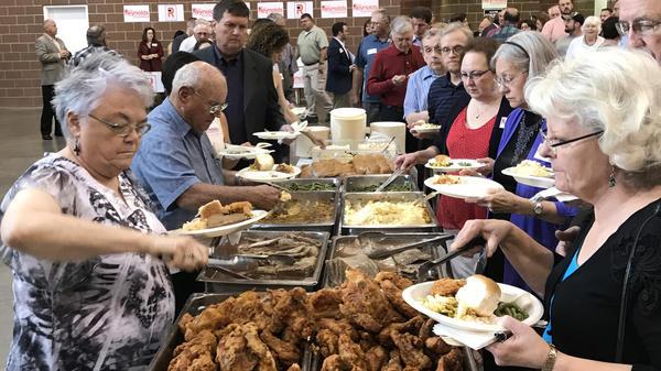 Social conservatives enjoying a fried chicken dinner in Des Moines on Saturday night.