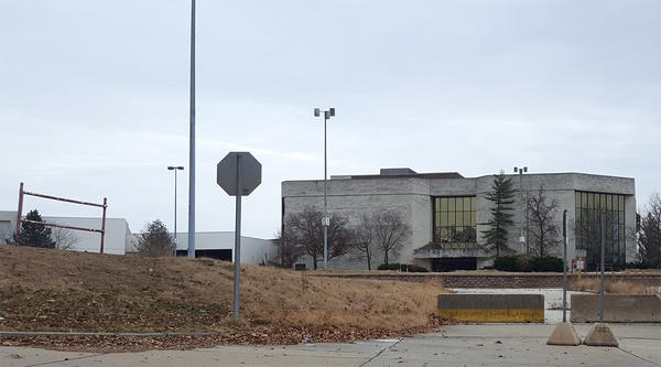 The Jamestown Mall Dillards in December 2016.