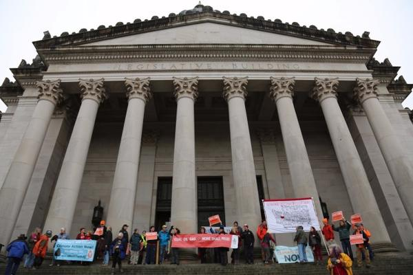 <p>Opponents of the proposed Vancouver Energy oil terminal celebrated in Olympia after hearing that a state energy panel has recommended that Gov. Jay Inslee deny the project.</p>