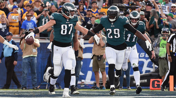 Brent Celek #87 and LeGarrette Blount #29 of the Philadelphia Eagles