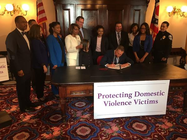 Gov. Kasich signs domestic violence bill into law