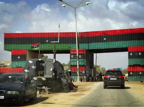 <p>A check point between Misrata and Beni Walid, Libya.</p>