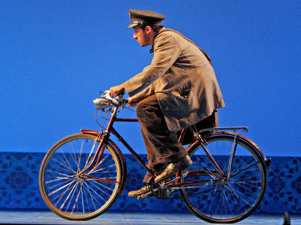 Charles Castronovo stars as the bashful postman in Daiel Catan's opera, <em>Il Postino</em>.