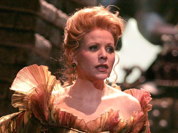 From taffeta to tackles: Soprano Renee Fleming has been tapped to sing at Super Bowl XLVIII.
