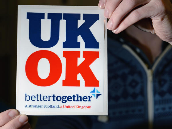 Polls show that most Scots favor the Better Together campaign's unity position.