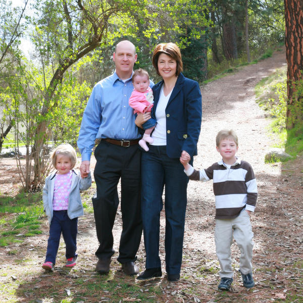 Rep. Cathy McMorris Rodgers with husband Brian and children Cole (right), Grace (left) and Brynn.