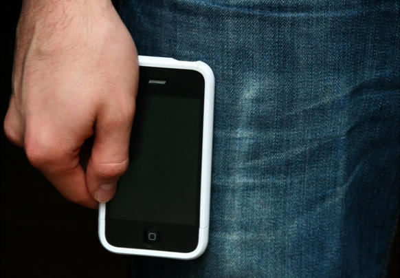Apple will manufacture iPhones with larger displays for its next model. (Photo Giddy/Flickr)