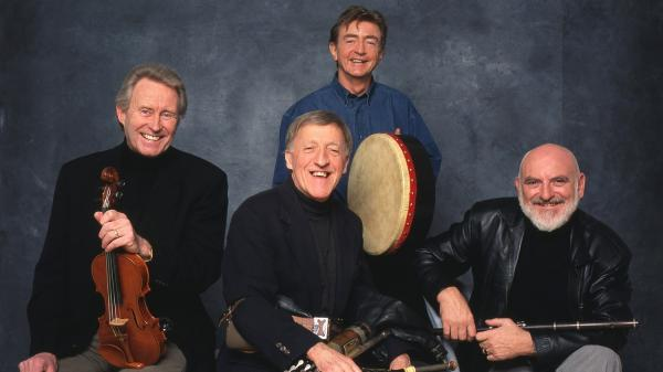 Fiona Ritchie presents a set by traditional Irish band The Chieftains on this week's show.
