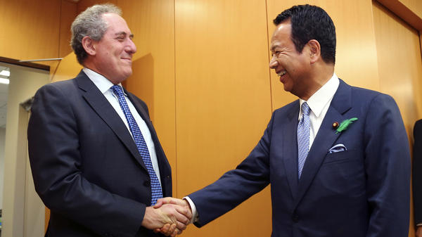U.S. Trade Representative Michael Froman, left, meets Japanese Economy Minister Akira Amari in Tokyo. The United States and Japan are nearing a major trade deal, according to Japan's prime minister.