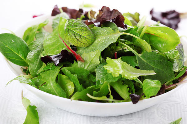 Dole has voluntarily withdrawn from the market all of its Dole-branded and private label packaged salads processed at a Springfield, Ohio plant because the plant has been linked to a Listeria outbreak.<strong></strong>