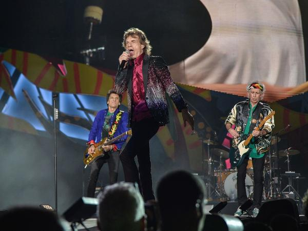 The Rolling Stones play their first show in Havana.