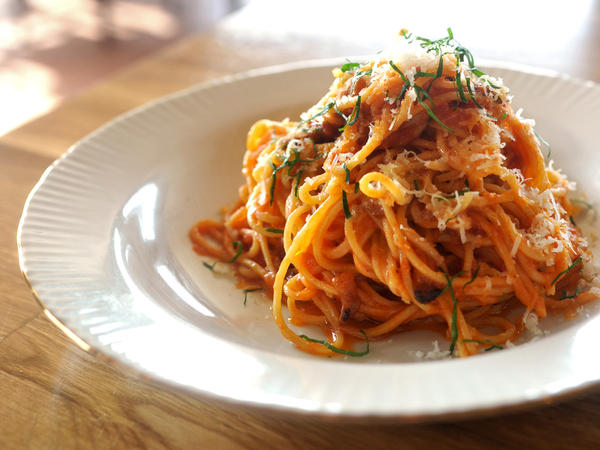 In Italy and the U.S., restaurants are pledging to use sales of Amatrice's signature dish, <em>spaghetti all' amatriciana, </em>to<em> </em>raise funds for the devastated Italian town.