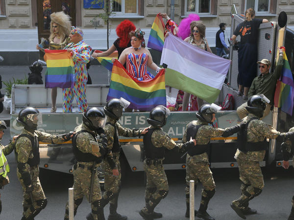 A heavy police presence guarded supporters of LGBT rights at the gay pride parade in Kiev on Sunday. In previous years, violence has broken out between pride supporters and far-right protesters.