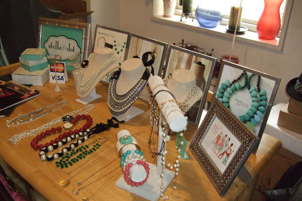 A Stella & Dot display table at an in-home jewelry selling party. (Kim/Flickr/Creative Commons)