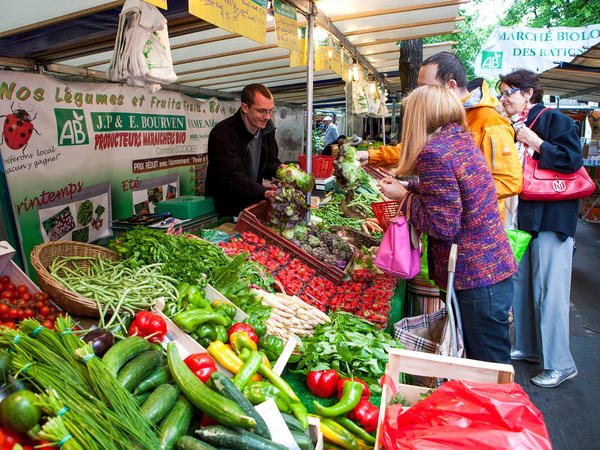 An organic market on Boulevard des Batignolles in Paris.