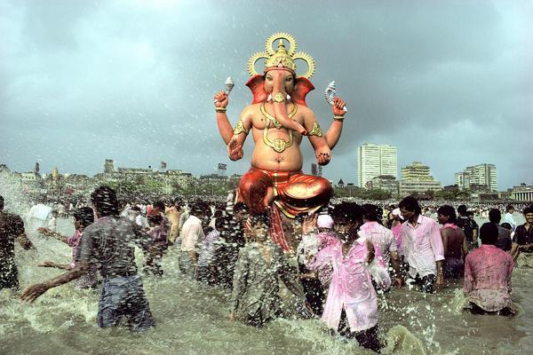 Ganapati Immersion, Chowpatty, Bombay, Maharashtra, 1989.
