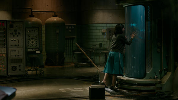 Elisa (Hawkins) and the amphibian man (Doug Jones) communicate better than any of the other characters in <em>The Shape of Water.</em>