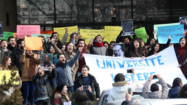 Academics and students shout slogans during a protest against the dismissal of academics from universities following a post-coup emergency decree at the Dil ve Tarih Cografya campus of Ankara University last February.