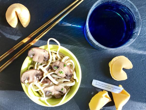 Ordinary ingredients like fortune cookies, mushrooms, and noodles can become the exotic dishes from <em>Star Trek: Discovery</em>. Just add blue Romulan ale.