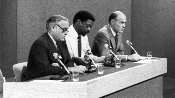 """""""My career defining moment would be covering South Africa,"""" said Les Payne, center, seen here as part of a <em>Meet the Press</em> panel during his time at <em>Newsday</em>."""