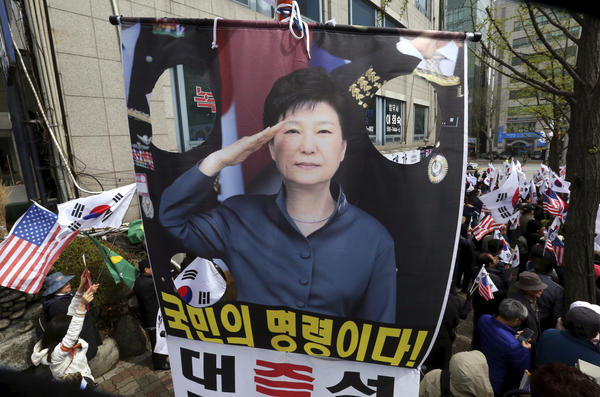 Supporters of former South Korean President Park Geun-hye stage a rally to call for her release near the Seoul Central District Court on Friday.