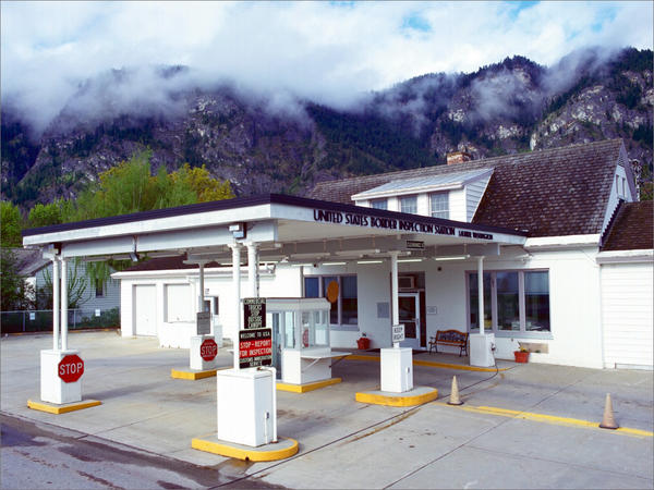 The Laurier-Cascade Border Crossing connects the town of Kettle Falls, Washington with Christina Lake, British Columbia.