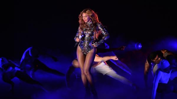 Beyoncé performs on stage at the 2014 MTV Video Music Awards Inglewood, Calif.