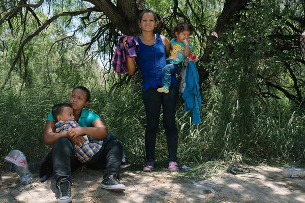 Cilian Xiomara Santos, 23, with her son, Erlin Joel Santos, 5, and Olga Marina Peralta, 25, with her daughter, Sophie Yarai, 1. Both came from Honduras to seek asylum in the U.S.